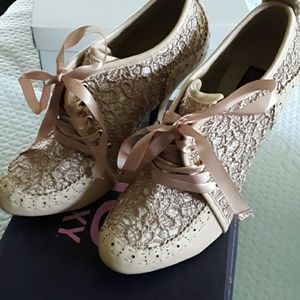Mojo moxy size 8 heels NWB